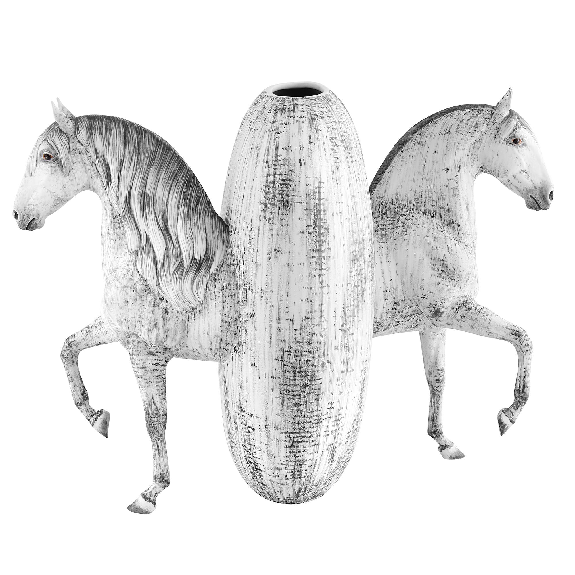 Equus 3 - Photo 1