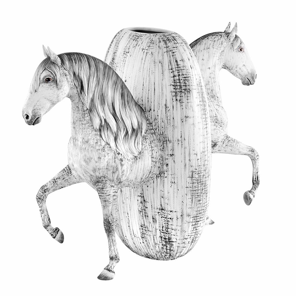Equus 3 - Photo 3